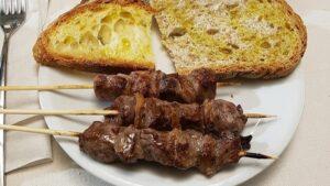 arrosticini e pane e olio